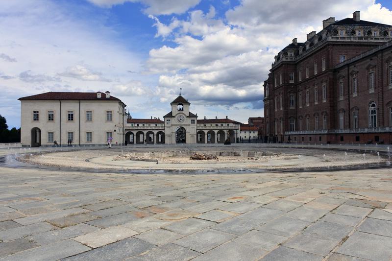 Corte d'Onore - Fontana del Cervo