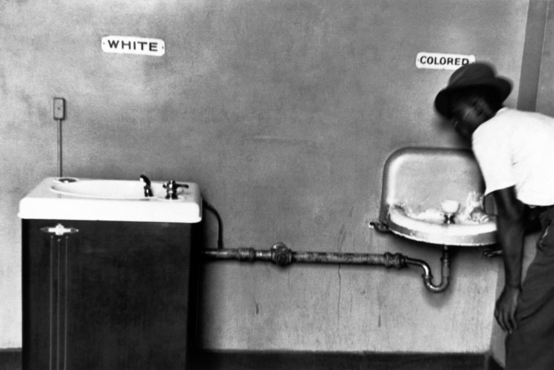 Elliott Erwitt © - Separate but equal - North Carolina 1950